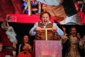 Justin Fletcher performs for the crowd before turning on the lights.