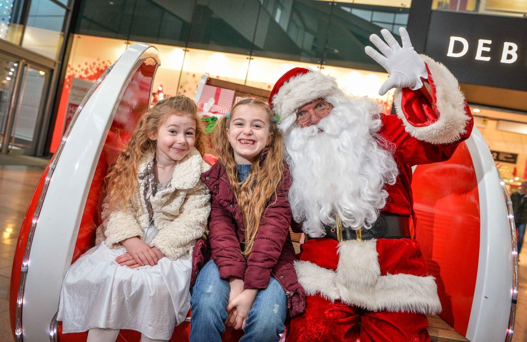 Santas magical sleigh a hit at warrington golden square shopping this m4hsunfo